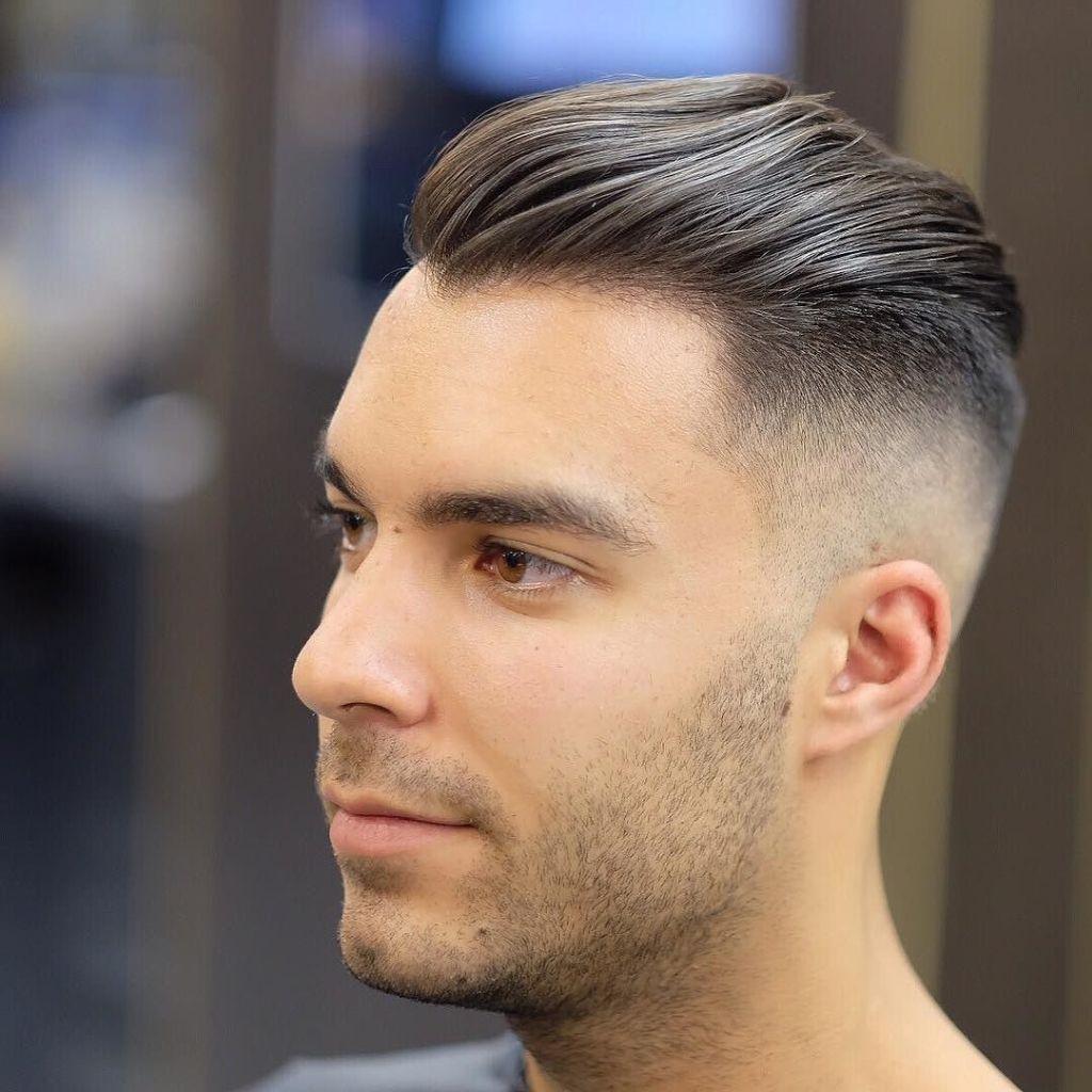 Undercut Kapsel De Meest Geziene Haartrend Voor Mannen Half Lang Haar Vervaagd Kapsel Haarstijl Mannen