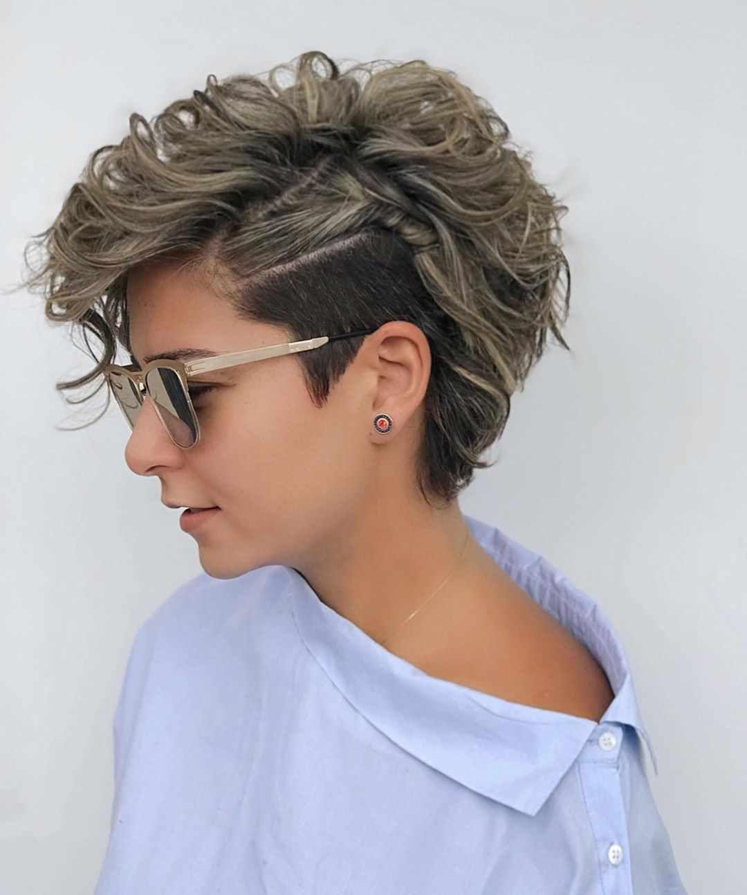 Korte Kapsels 2020 Krullend Haar