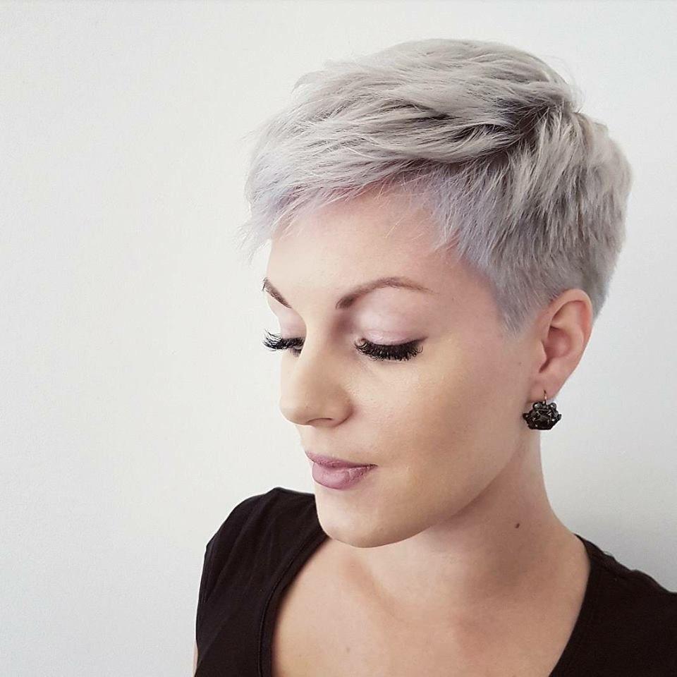 Korte Kapsels Grijs Dun Haar