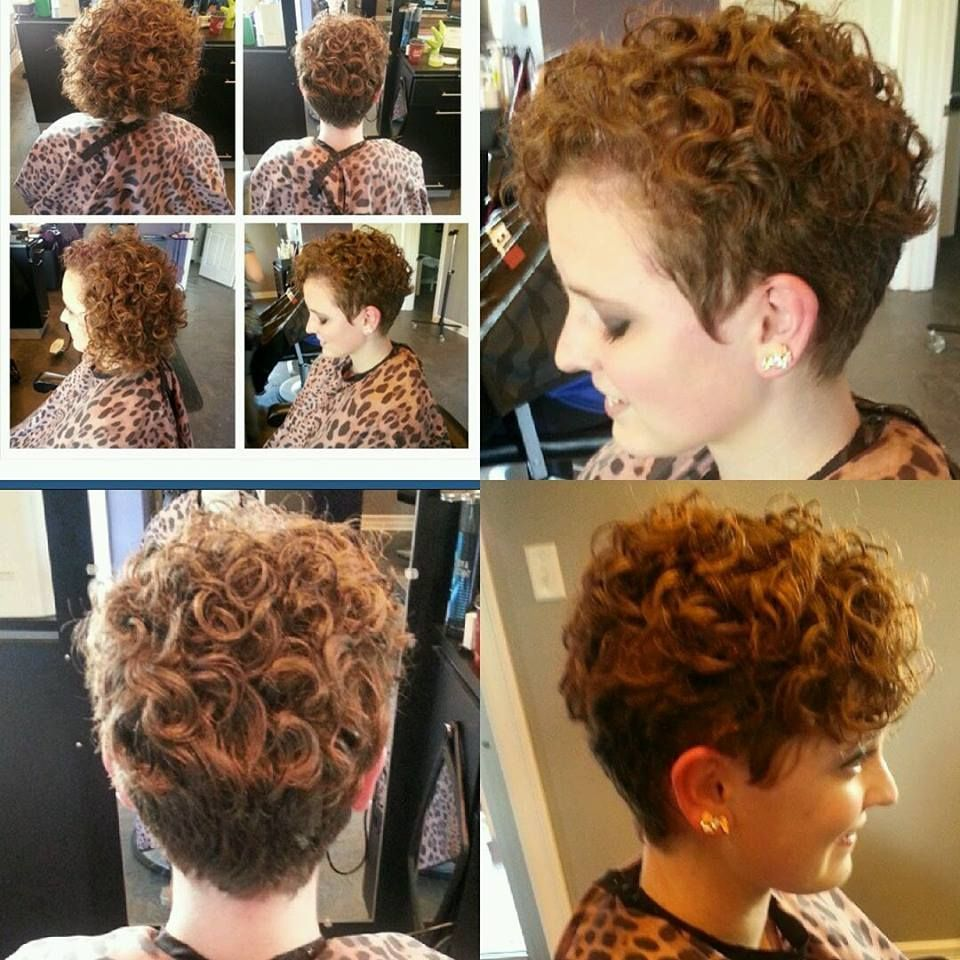 15 Super Moderne Korte Kapsels Om Met De Feestdagen Te Stralen Curly Hair Styles Short Curls Curly Hair Inspiration