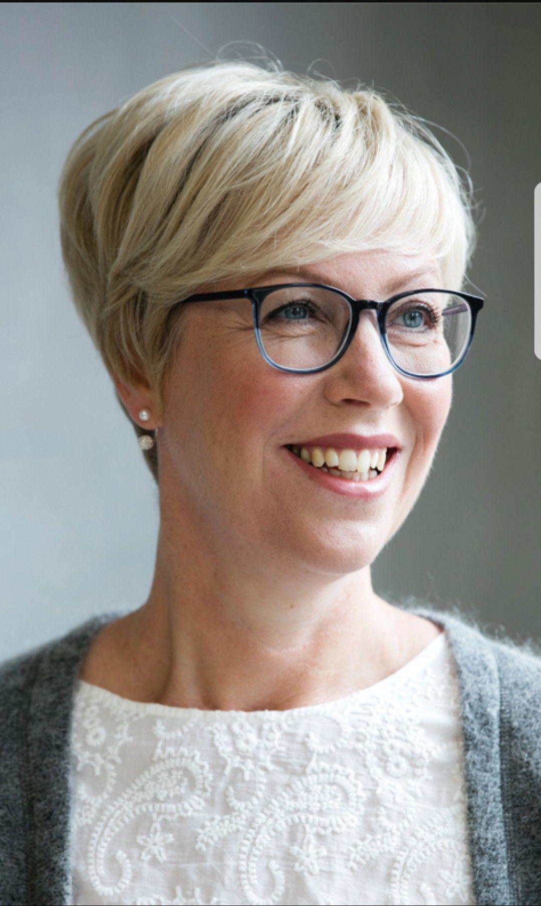 Pin Van Hair Design Fred Van Zijl Op 50 Tinten Grijs Kort Kapsel Dames Met Bril Korte Kapsels Dames Kapsels