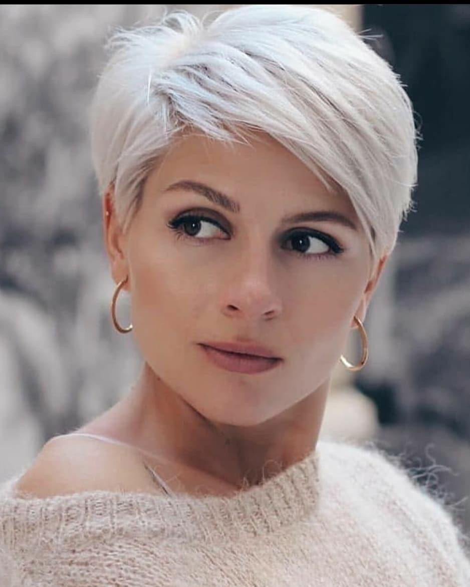 Pin Van Kay Edwards Op Kapsels In 2020 Korte Kapsels Voor Dik Haar Kapsels Voor Kort Haar Kort Kapsel Dames Dun Haar