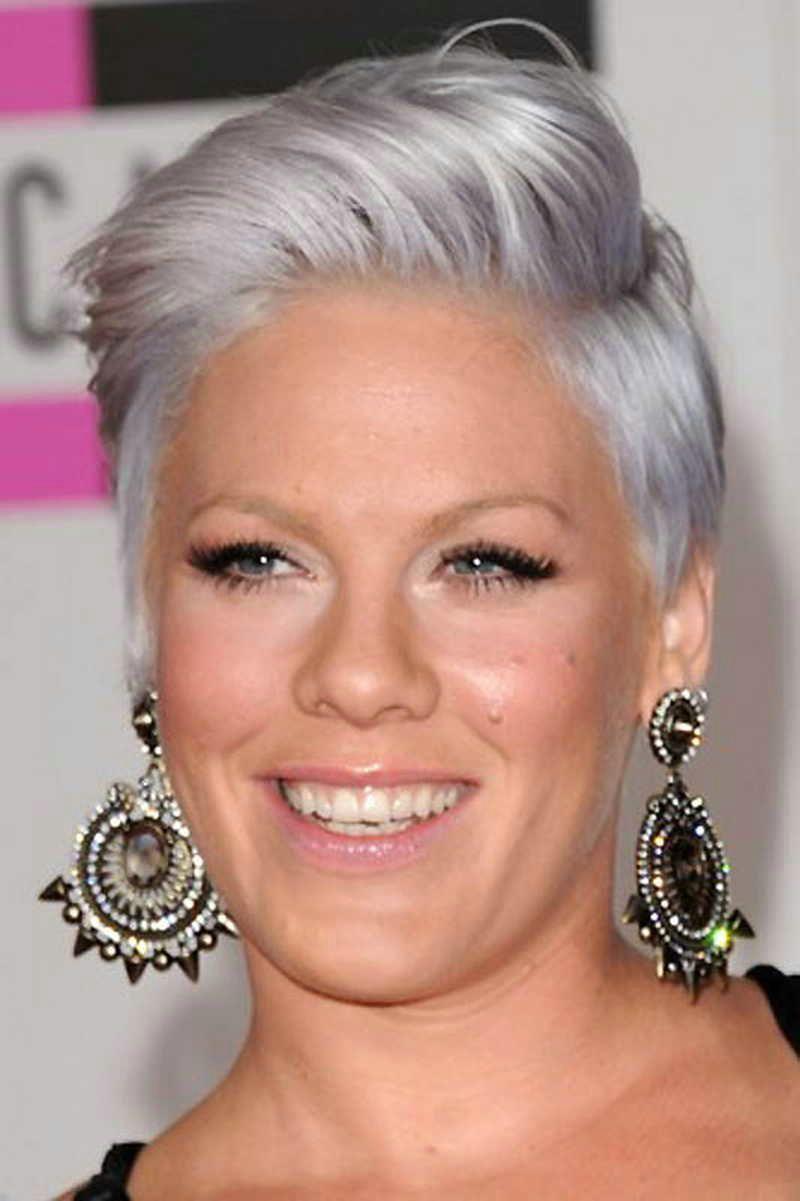 Deze 12 Inspiratie Korte Kapsels Voor Alle Oudere Dames Met Grijze Haarkleur Frisse En Trendy Look Part 2 Kapsels Korte Kapsels Kapselideeen