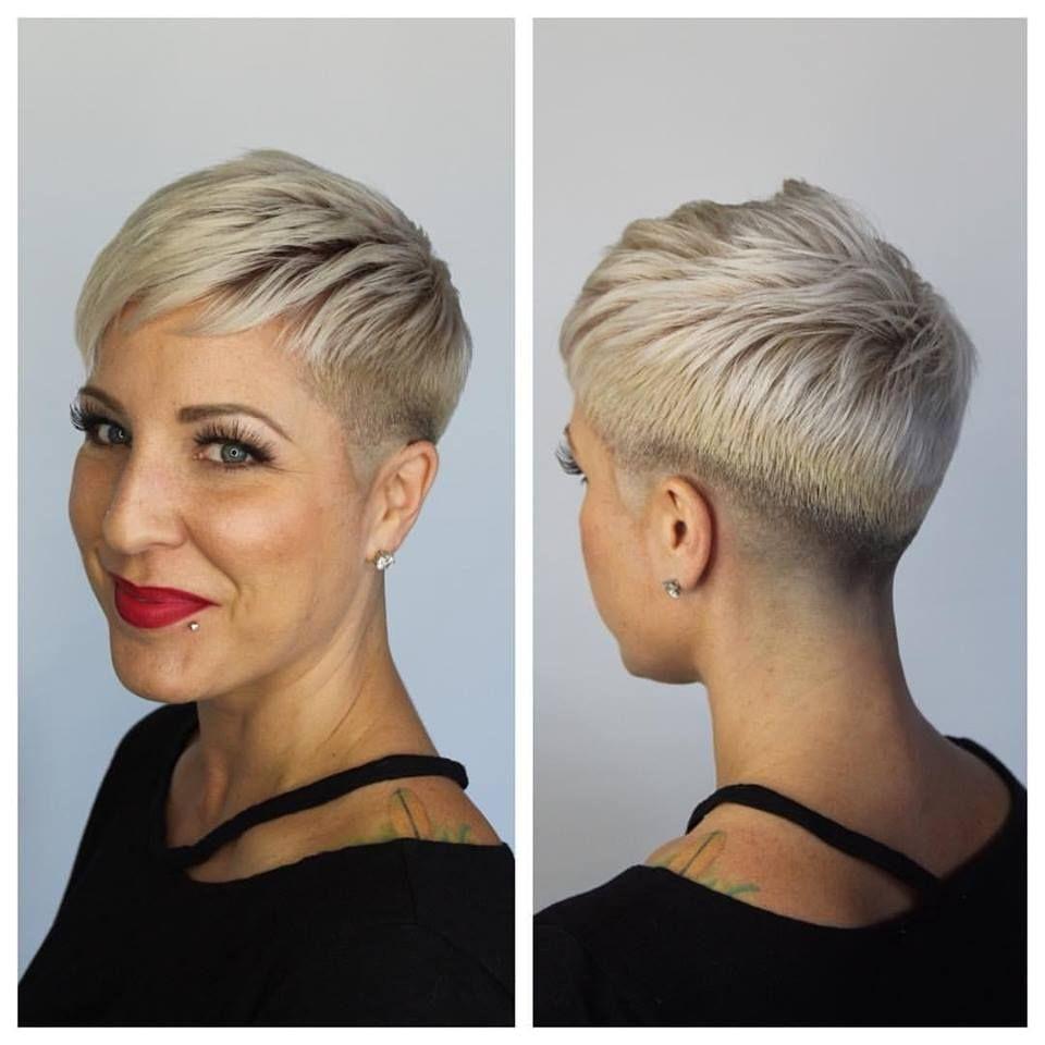 Vind Hier Het Ideale Korte Kapsel In Een Prachtige Blonde Haarkleur Kapsels Voor Haar Stijle Kapsels Kortere Kapsels Korte Kapsels Dames