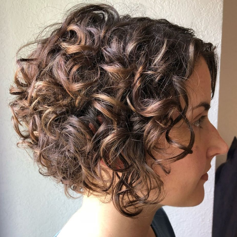 60 Most Delightful Short Wavy Hairstyles Short Wavy Hair Haircuts For Curly Hair Curly Inverted Bob