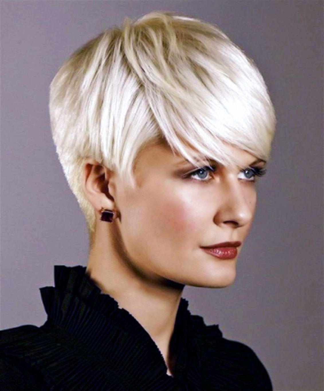 Korte Kapsels Dames 50 Plus Korte Kapsels Dames 50 Plus In 2020 Short Hair Styles Hairstyles For Thin Hair Short Cropped Hair