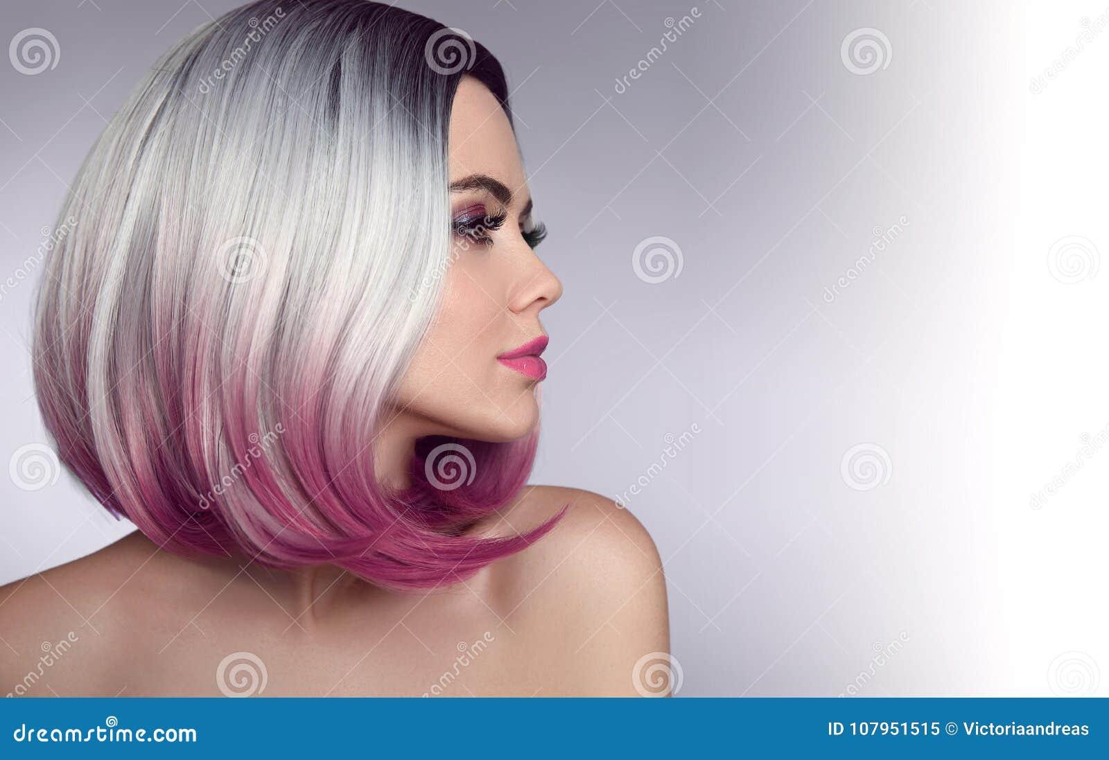Het Korte Kapsel Van Het Ombreloodje Mooie Haar Kleurende Vrouw Trendy Stock Afbeelding Afbeelding Bestaande Uit Gekleurd Aantrekkingskracht 107951515