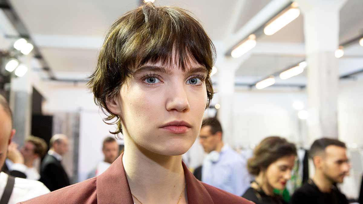 Beauty Trends Winter 2020 2021 Boyish Make Up Looks En Korte Kapsels Trendystyle