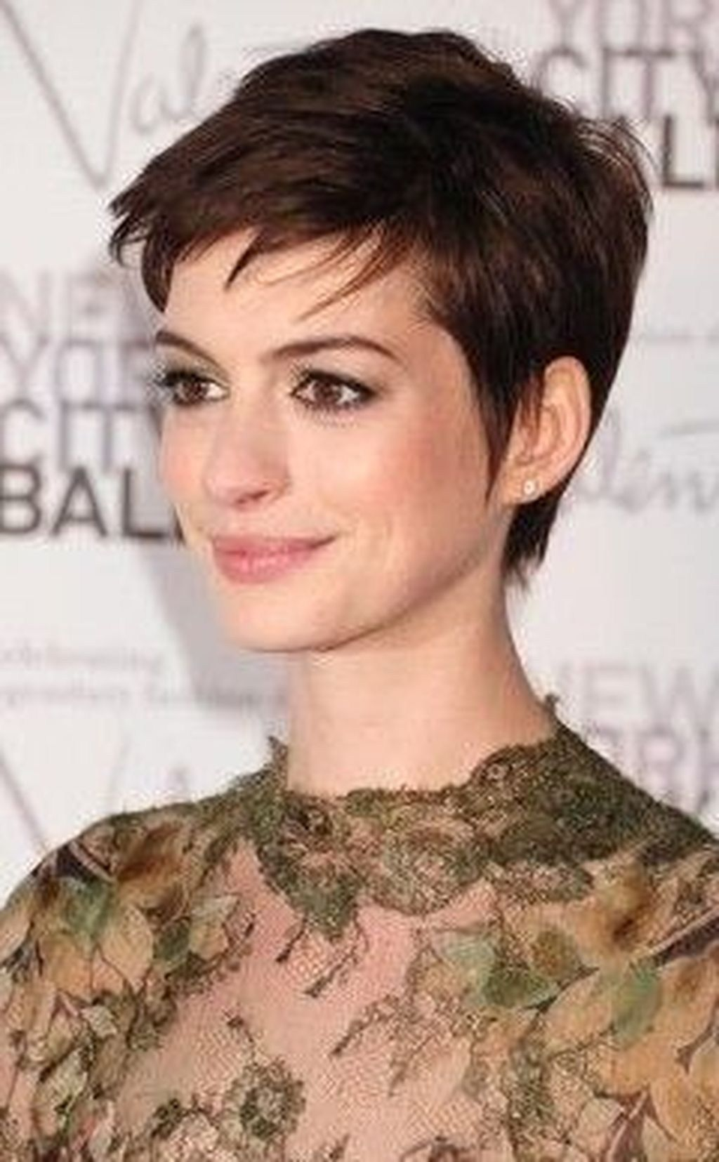 Wonderful Short Haircuts And Hairstyles Ideas For Thick Hair In 2019 42 Thick Hair Styles Short Hair Styles Haircut For Thick Hair