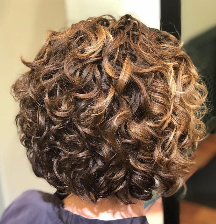Short Curly Golden Bronde Hairstyle Kort Haar Krullen Kapsels Golvend Haar Kapsels Voor Krullend Haar