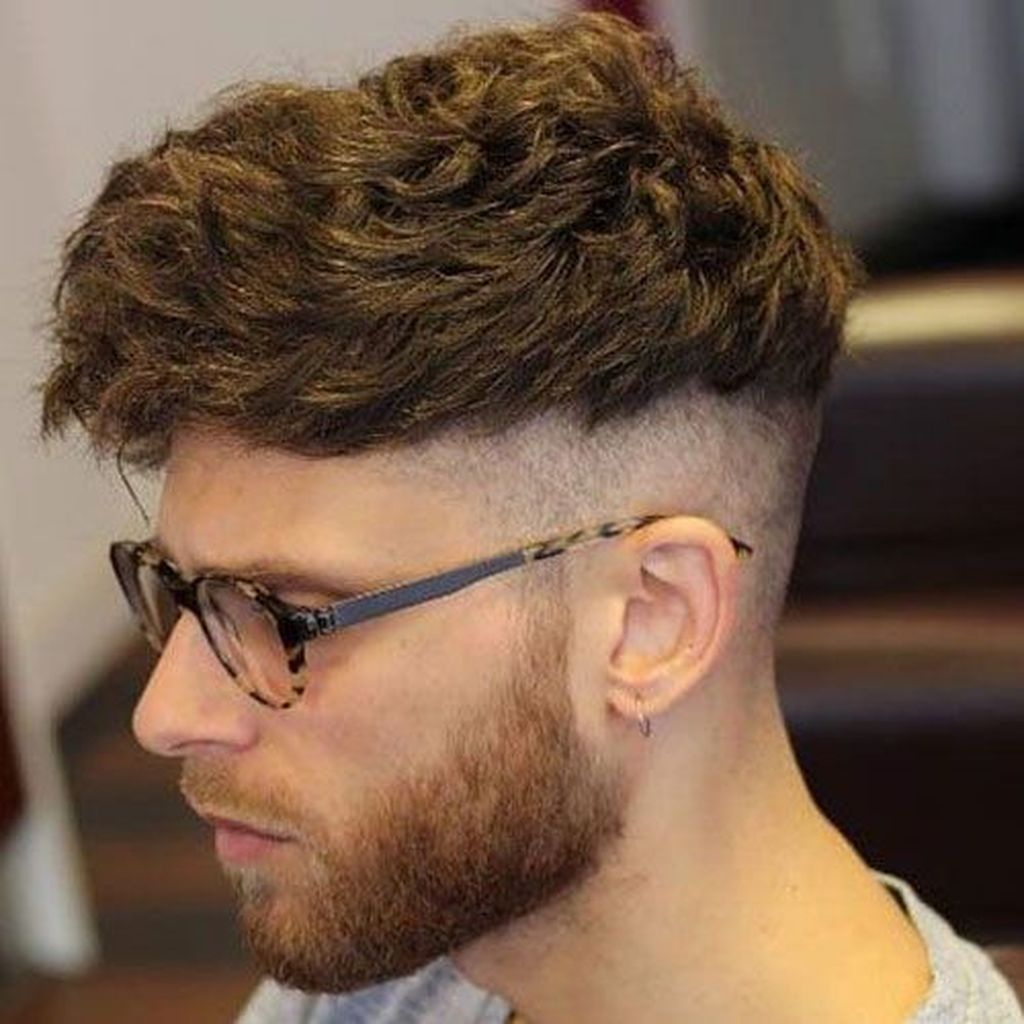 Stunning 20 Captivating Short Undercut Hairstyle Ideas For Mens Wavy Hair Men Haircuts For Men Mens Hairstyles