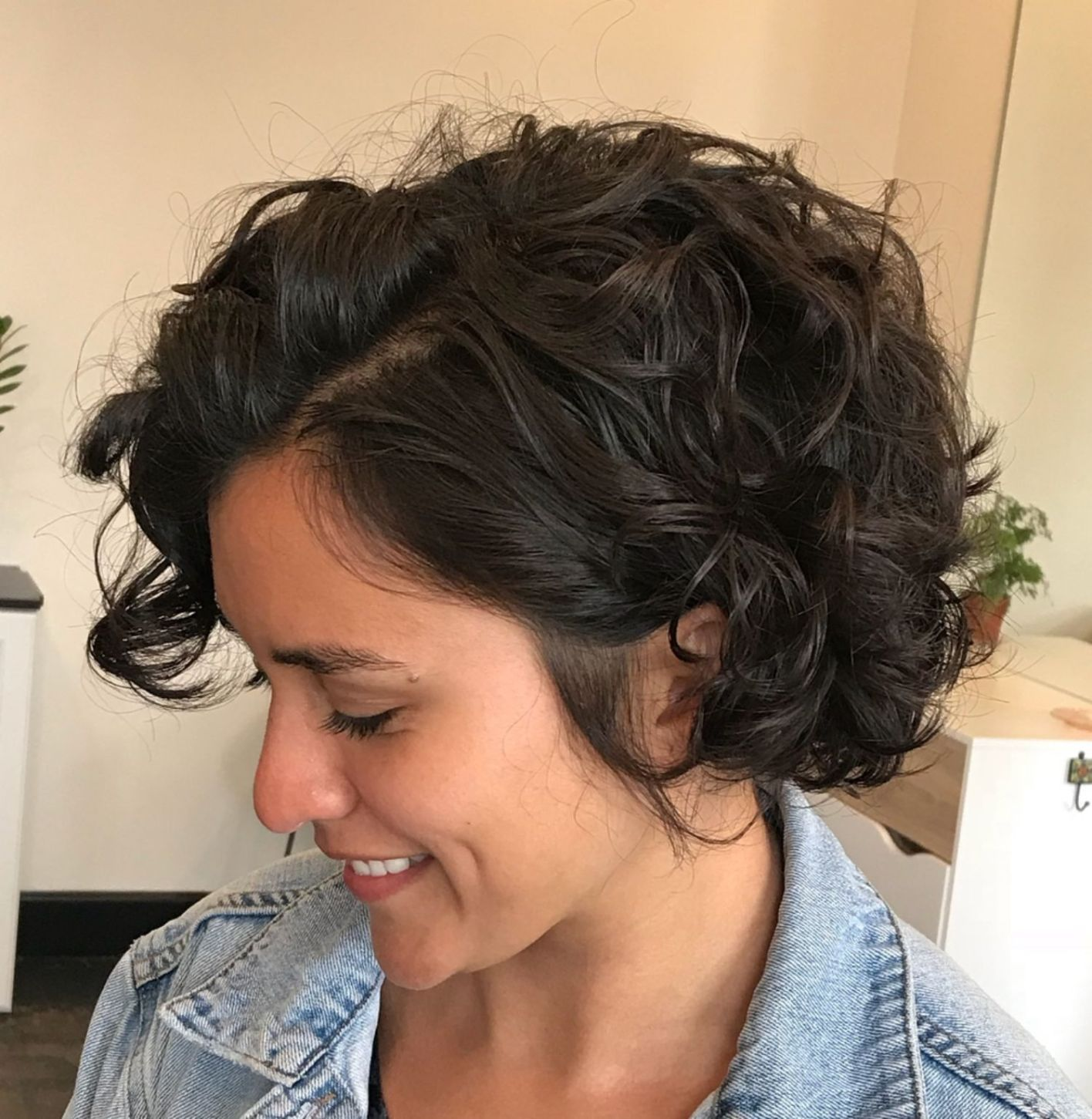 Lovely Curled Bob Hairstyle Bob Kapsel Met Krullen Korte Kapsels Krullend Haar Kort Krullend Haar