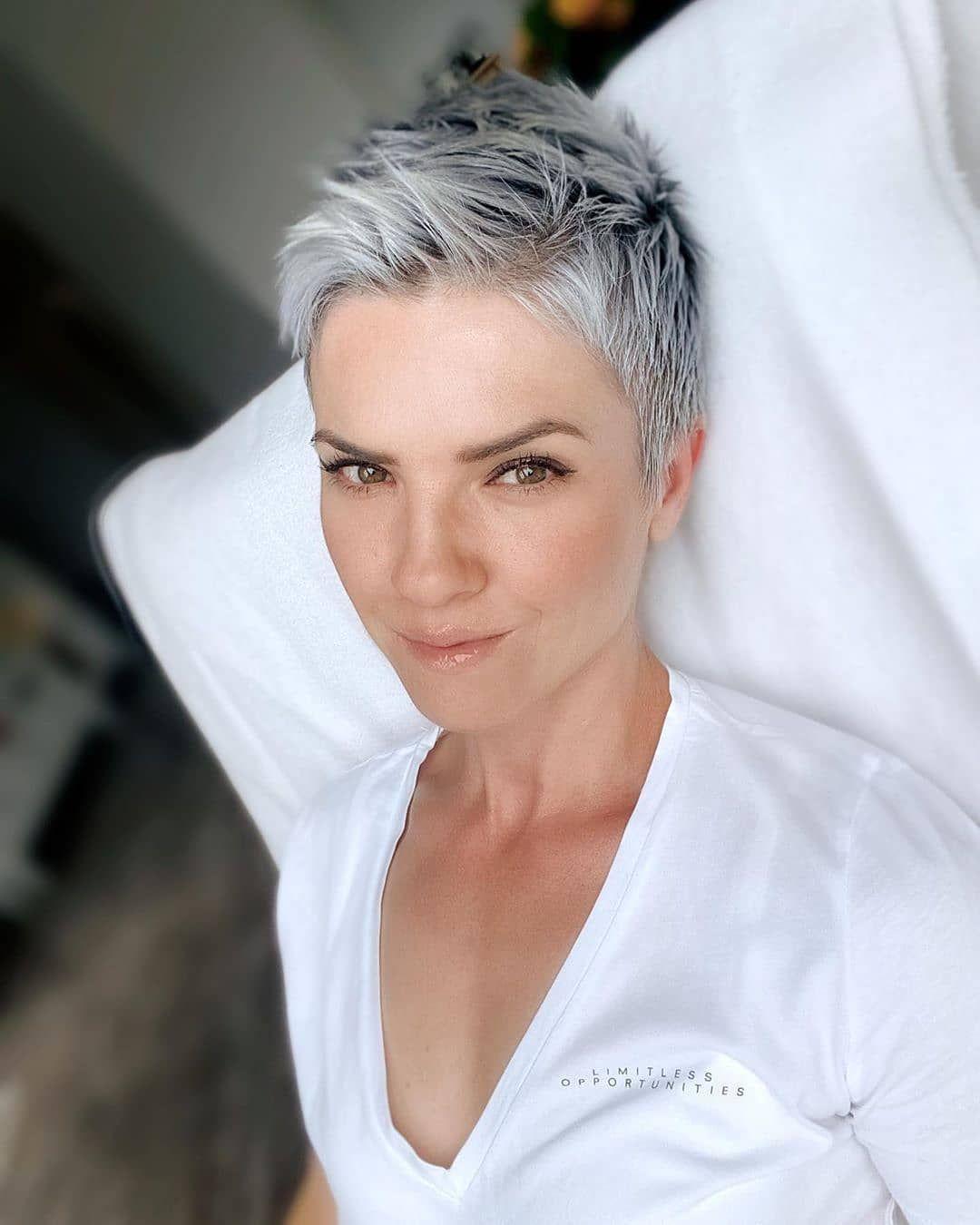 100 Ideeen Over Kapsels 121 Zilver Grijs Haar In 2021 Kapsels Grijs Haar Haar