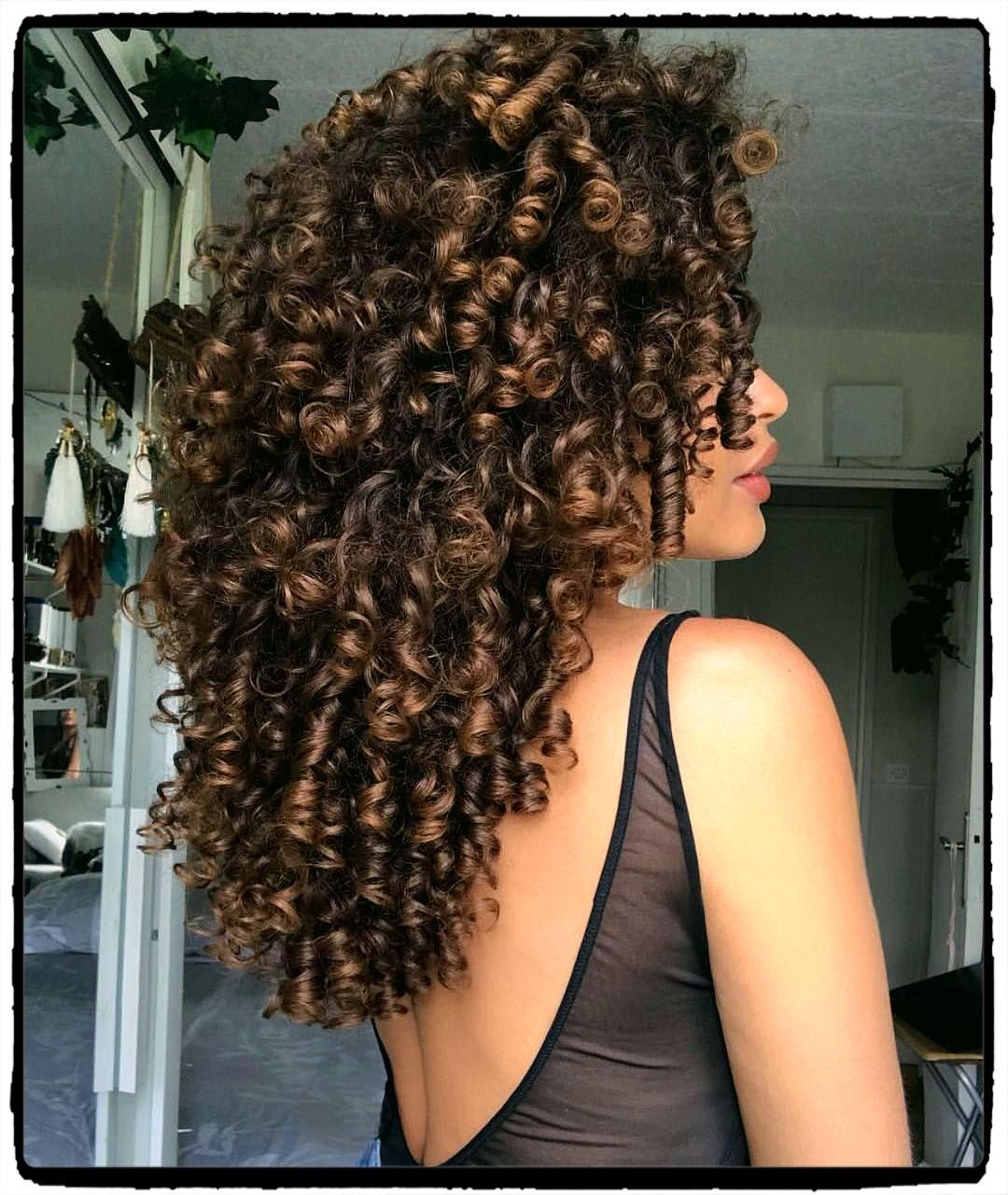 80 Indrukwekkende Ideeen Krullend Kapsel Voor Vrouwen Pagina 7 Van 20 Gekleurd Krullend Haar Haarstijlen Krullend Haar Natuurlijk Krullend Haar
