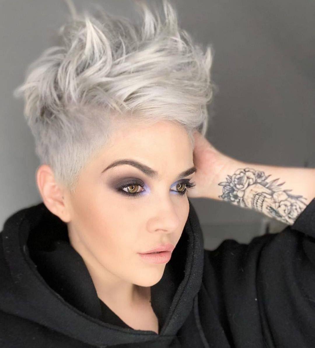 Grijs Haar Special 10 Kapsels In Een Prachtige Zilver Grijze Haarkleur Pagina 2 Van 11 Kapsels Voor Haar Dik Haar Kapsels Dik Kort Haar Kort Haar Kapsels