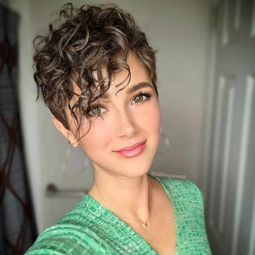 Short Haircuts For Women Ideas For Short Hairstyles Short Hairstyles Hairstyles 2019 Haircuts For Curly Hair Short Hair Styles Hair Styles