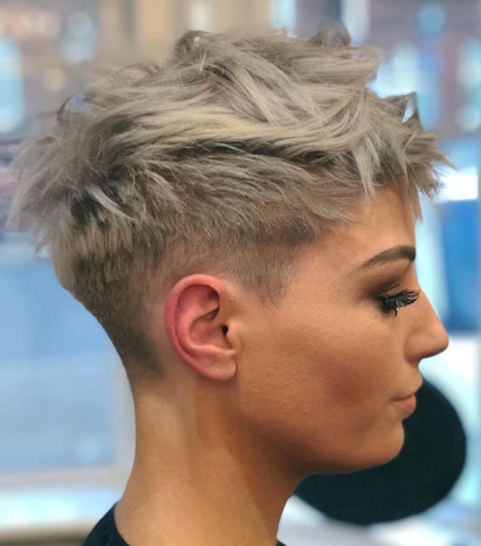 Short Choppy Blonde Pixie In 2020 Kapsels Pixie Kapsels Kort Haar Kapsels