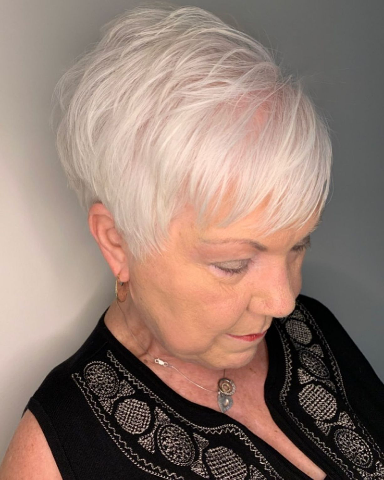 Feathered Pixie Haircut For Women Over 70 Kapsels Dun Grijs Haar Kort Kapsel Grijs Haar Kapsels Dun Haar