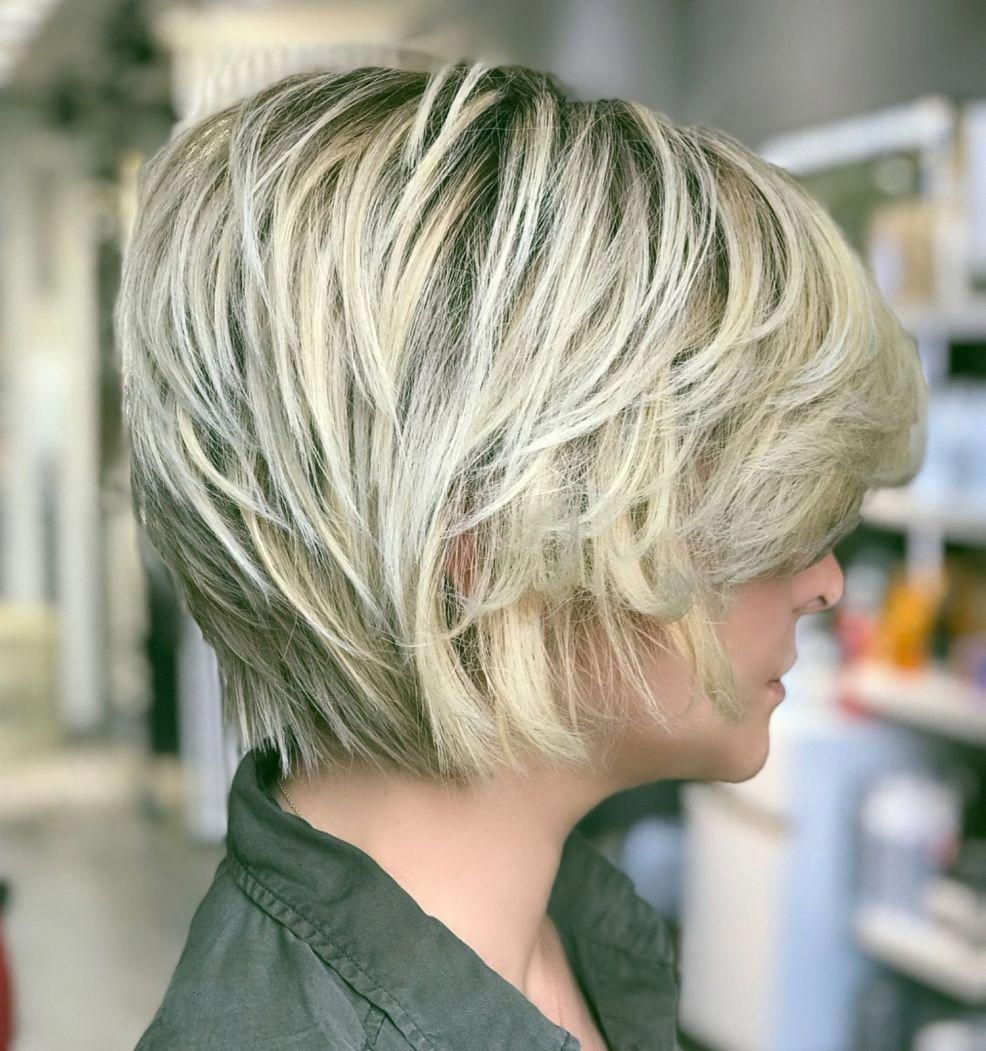 Short Sliced Metallic Blonde Bob Shorthair In 2020 Kapsels Voor Kort Haar Kort Haar Kapsels Korte Kapsels Voor Dik Haar