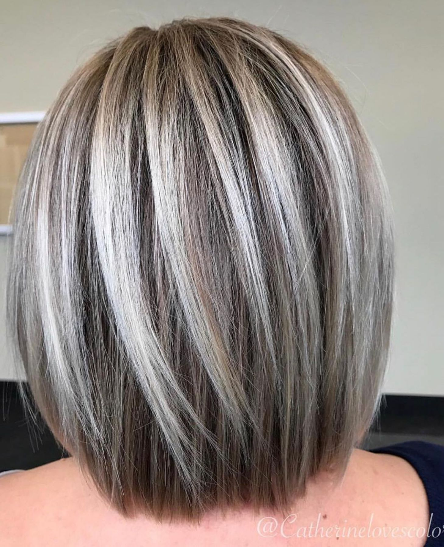60 Fun And Flattering Medium Hairstyles For Women Silver Blonde Hair Medium Hair Styles Frosted Hair