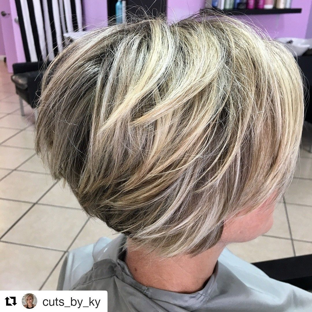 Textured Bob With Bright Highlights Kapsels Kapsels Voor Kort Haar Kort Haar Kapsels