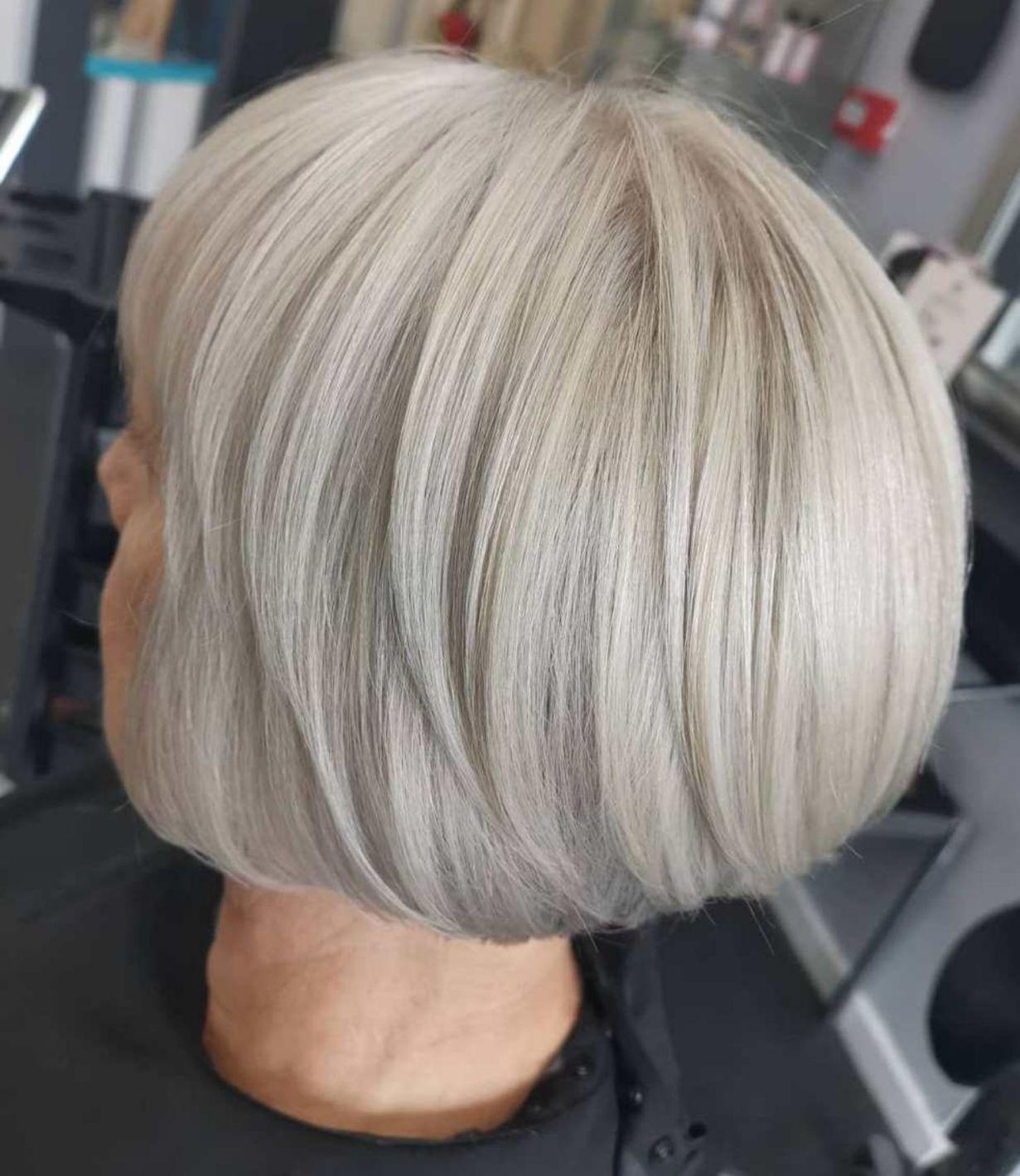 Chic Rounded White Blonde Bob Bob Kapsel Grijs Haar Grijs Haar Kapsels Kort Haar Kapsel