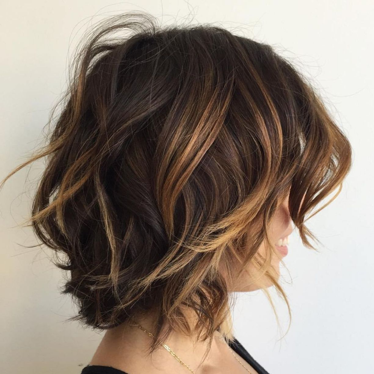 Brown Choppy Bob With Caramel Highlights Kapsels Gekleurd Haar Brunettes