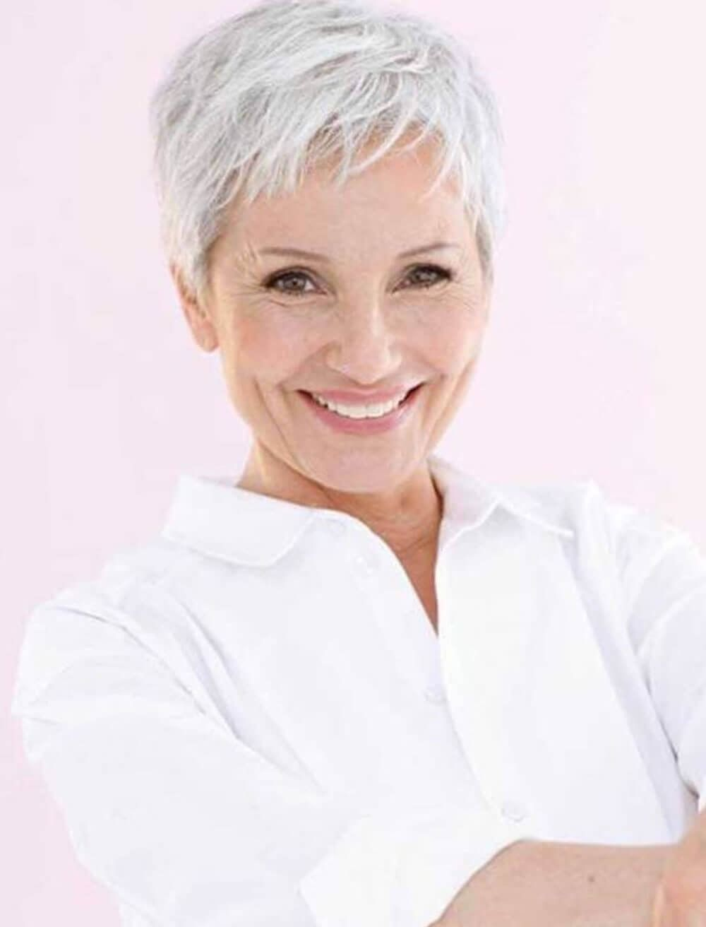 Kapsels Oudere Dames 2018 In 2020 Korte Kapsels Voor Oudere Dames Grijs Kort Kapsel Kapsels Voor Kort Haar