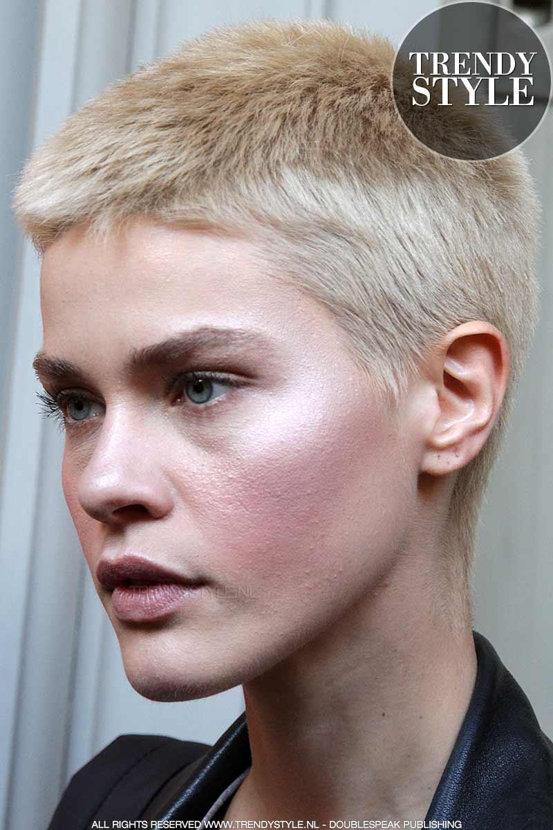 Kort Haar Vrouw 2018 Foto S Afbeeldingen Kapsels Voor Vrouwen Kort Haar Trendystyle