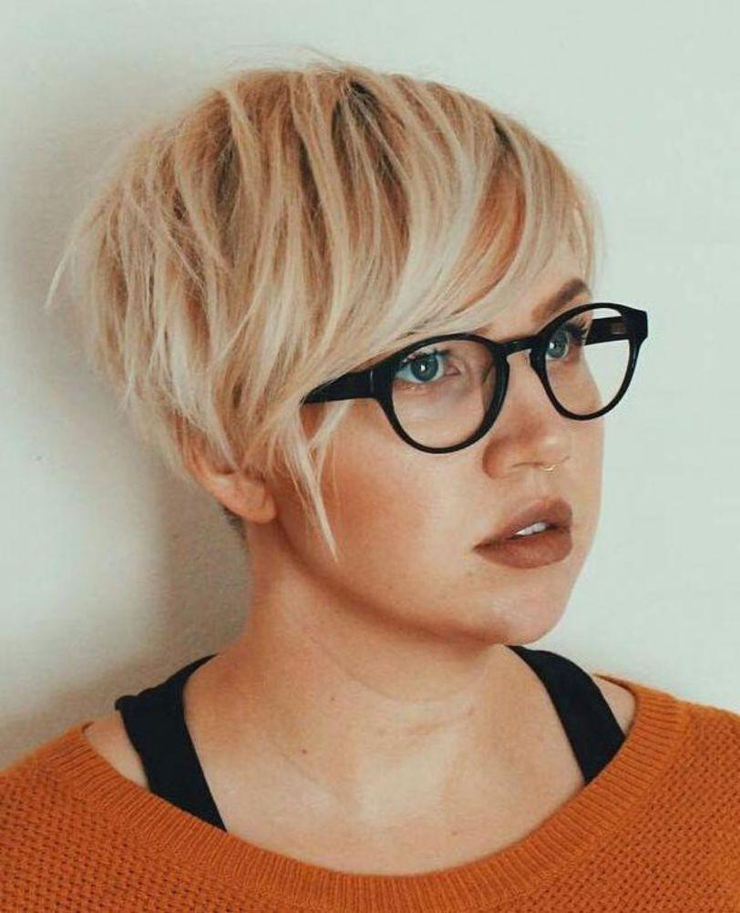 Chopped Blonde Pixie For Fine Hair In 2020 Kort Haar Voor Rond Gezicht Kapsel Rond Gezicht Kort Haar Rond Gezicht
