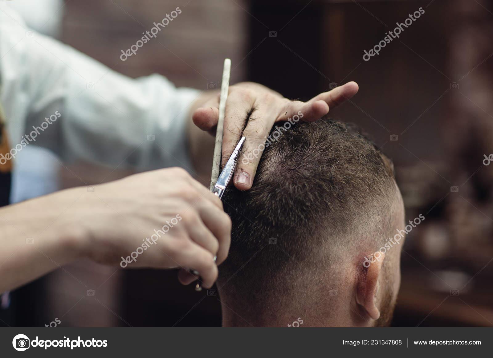 Haren Knippen Hoofd Schaar Barbers Werk Mannen Kapper Stockfoto C Alfoto Bk Ru 231347808