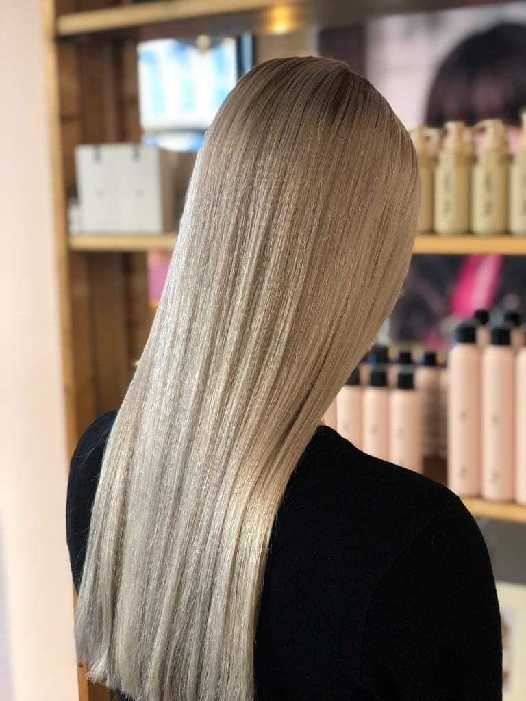 Steil Lang Blond Haar Vrouw Ami Kappers Blond Haar Lang Blond Haar Lichtblond Haar
