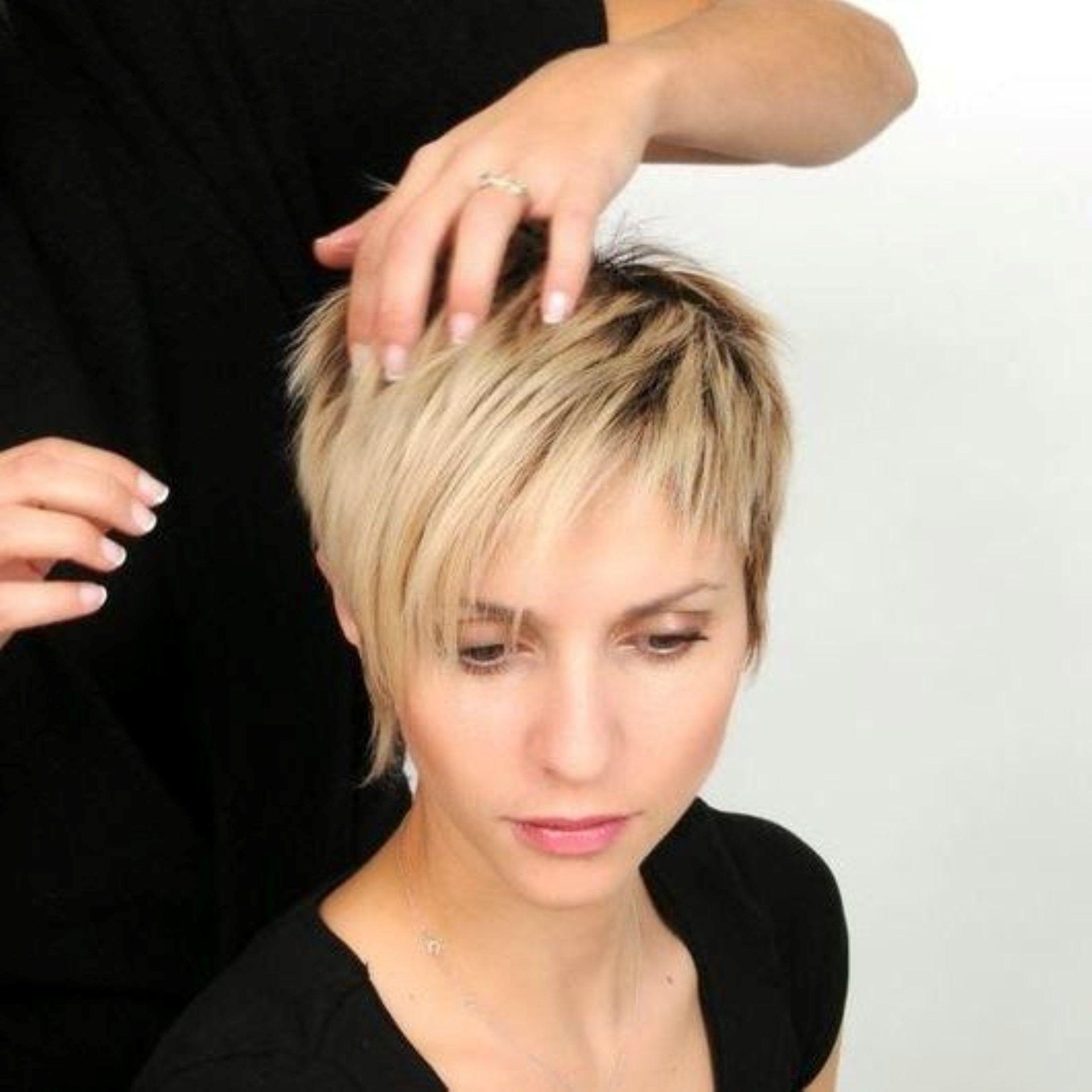 Afbeeldingsresultaat Voor Korte Kapsels Dames Met Bril Celebrity Short Hair Hair Styles Thick Hair Styles