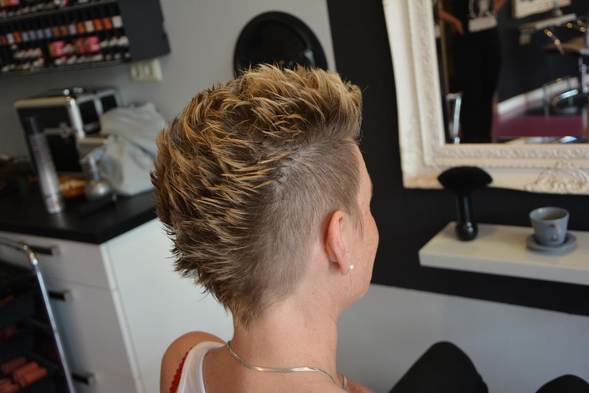Hippe Kuif Met Blonde Puntjes Diana Hairdesign