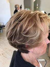 korte blonde kapsels met highlights