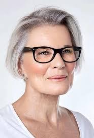 korte kapsels dames 50 met bril 2018