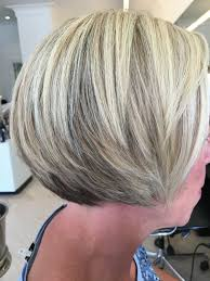 korte kapsels met blonde meches