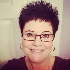 korte kapsels vrouwen met bril
